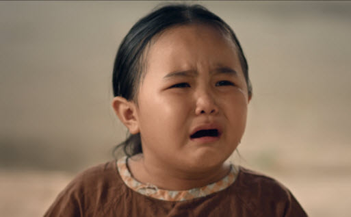Xúc động với MV về người mẹ Việt bị thiểu năng - 5
