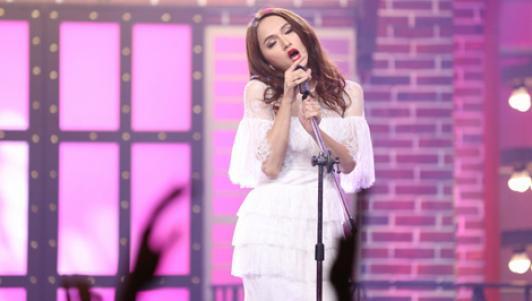 Hương Giang Idol xin lỗi Lệ Quyên vì hát nhép quá đà