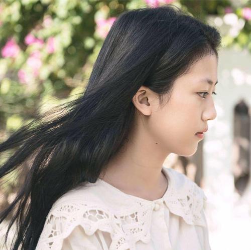 """""""Cô bé Hội An"""" bỗng nổi tiếng sau MV của Bích Phương - 1"""