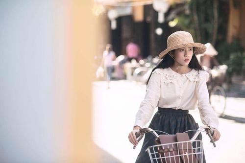 """""""Cô bé Hội An"""" bỗng nổi tiếng sau MV của Bích Phương - 4"""