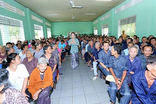 Ông xã Việt Hương khoe tài ca hát - 5