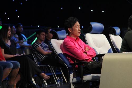 Hoài Linh ốm ở hậu trường, ra sân khấu vẫn diễn sung - 2