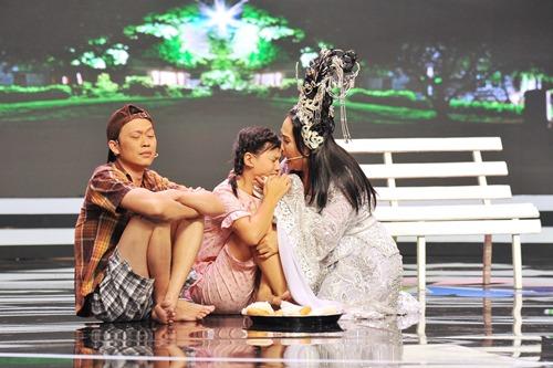 Hoài Linh ốm ở hậu trường, ra sân khấu vẫn diễn sung - 4