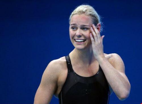 Cô gái suýt bỏ bơi lội vì lùn giành HCV lịch sử - 1