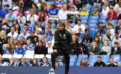 Chelsea - Conte: Thích nhạc xập xình và hết mình trên sân - 1