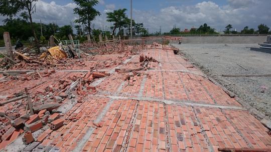 Sập tường nhà xưởng cao 12m, 3 công nhân bị thương - 1
