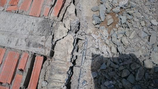 Sập tường nhà xưởng cao 12m, 3 công nhân bị thương - 2