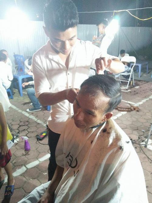 Ấm lòng nhóm thanh niên cắt tóc miễn phí ở Hà Nội - 2
