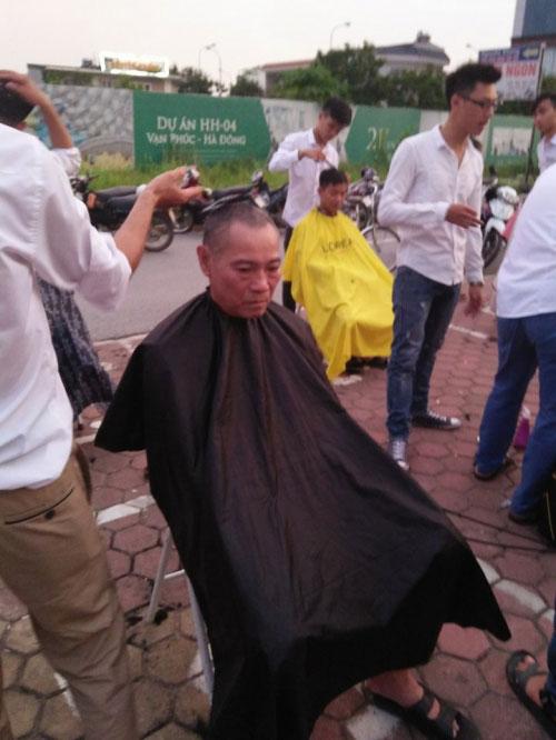 Ấm lòng nhóm thanh niên cắt tóc miễn phí ở Hà Nội - 3