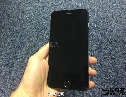 iPhone 7 Plus màu đen cực đẹp và nam tính - 1
