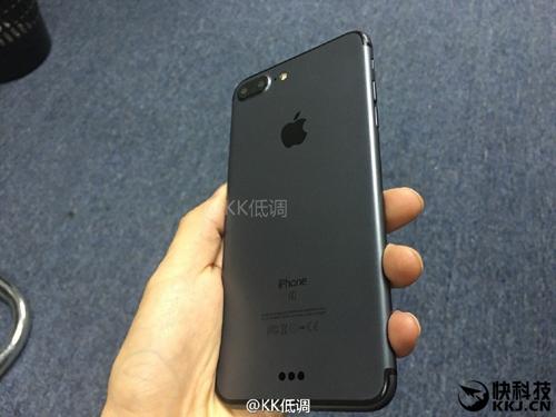 iPhone 7 Plus màu đen cực đẹp và nam tính - 3
