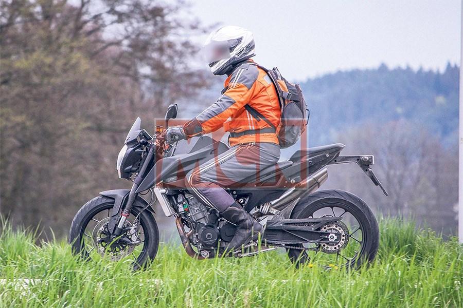 """""""Chụp lén"""" KTM Duke 800 2017 - 2"""