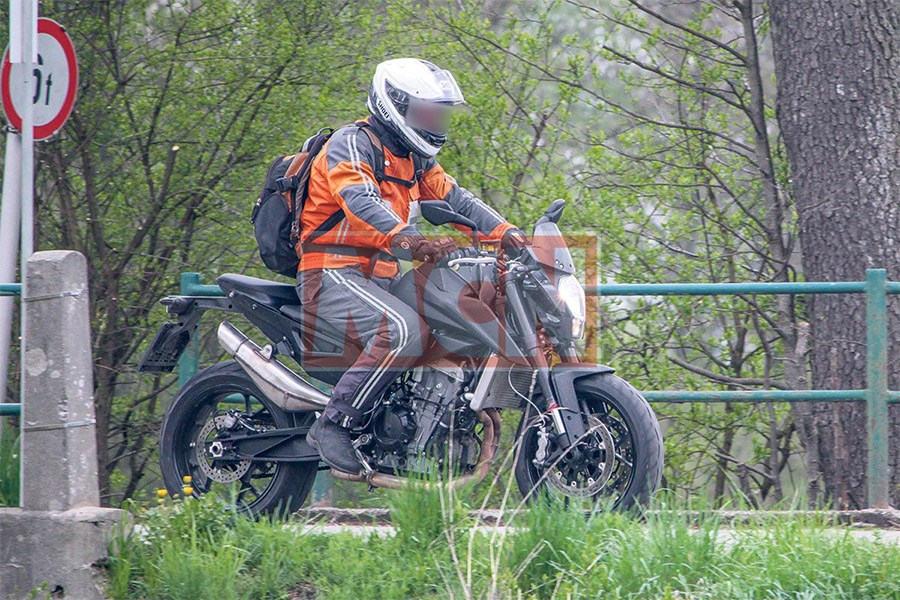 """""""Chụp lén"""" KTM Duke 800 2017 - 3"""