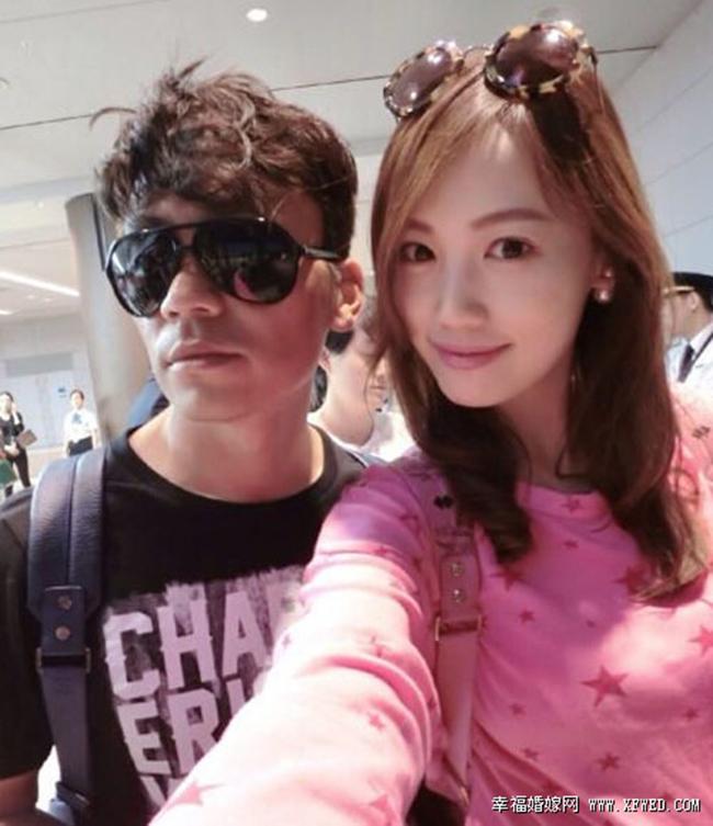 Vương Bảo Cường được xem là diễn viên nổi tiếng thuộc hạng A của Cbiz, anh kết hôn với người đẹp sinh năm 1986 & nbsp;Mã Dung. Tuy vậy, năm & nbsp;2011 mới chính thức công khai và đến nay họ có hai người con.