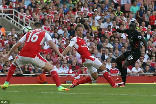 Arsenal khởi đầu thua: Chuyện... bình thường - 3
