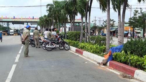 Người đàn ông quỳ gối chết giữa đường ở Sài Gòn - 1