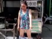 Tin tức trong ngày - Bị dẹp hàng rong, cô gái trẻ tụt quần thách thức