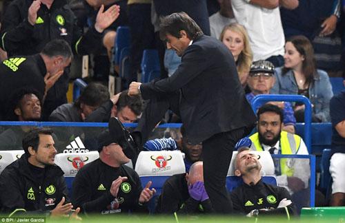 """Thắng trận ra mắt NHA, Conte """"sướng như điên"""" - 9"""
