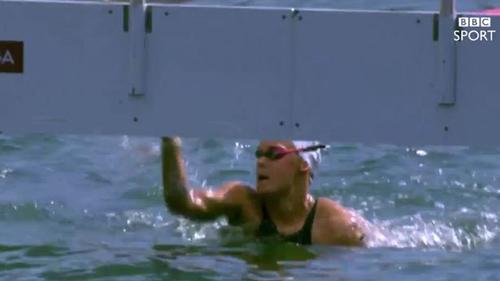 Kình ngư bị tước HCB vì... dúi đối thủ xuống nước - 2