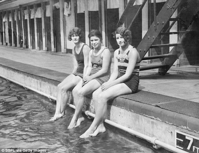 """Đồ bơi tại Olympic ngày càng """"thoáng đãng"""" - 4"""