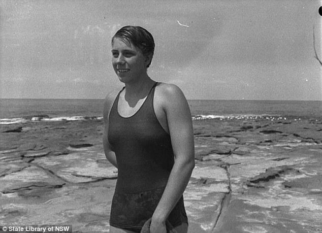 """Đồ bơi tại Olympic ngày càng """"thoáng đãng"""" - 7"""
