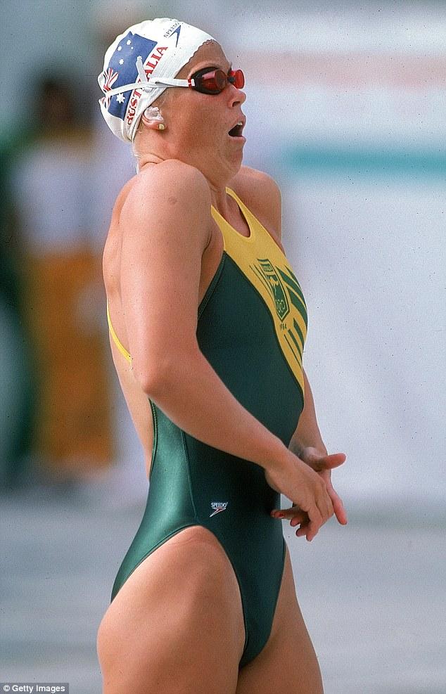 """Đồ bơi tại Olympic ngày càng """"thoáng đãng"""" - 9"""
