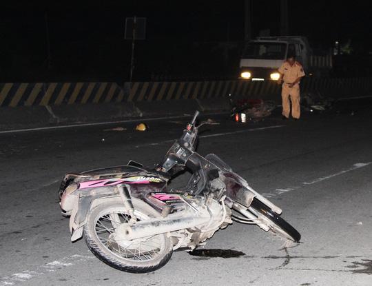 Bị trọng thương do... lao xe vào hiện trường tai nạn - 1
