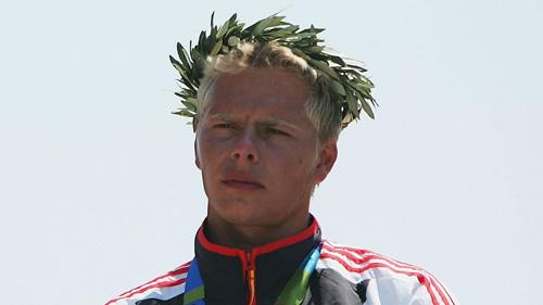 Tin nóng Olympic 16/8: HLV tử nạn vì đâm xe - 1