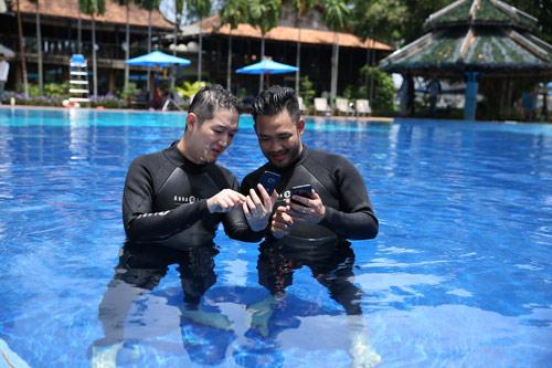 Thí sinh Vietnam's Next Top Model hóa vũ công dưới nước đầy ấn tượng - 4