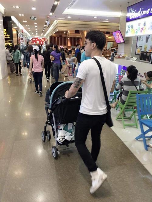"""Ưng Hoàng Phúc đảm đang làm ông bố """"bỉm sữa"""" - 5"""