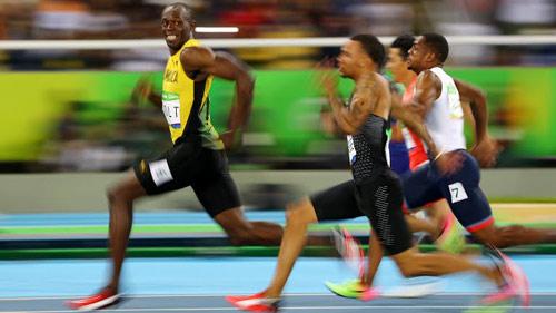 """Tin nóng Olympic ngày 11: Bolt """"đi dạo"""" qua vòng loại 200m - 3"""