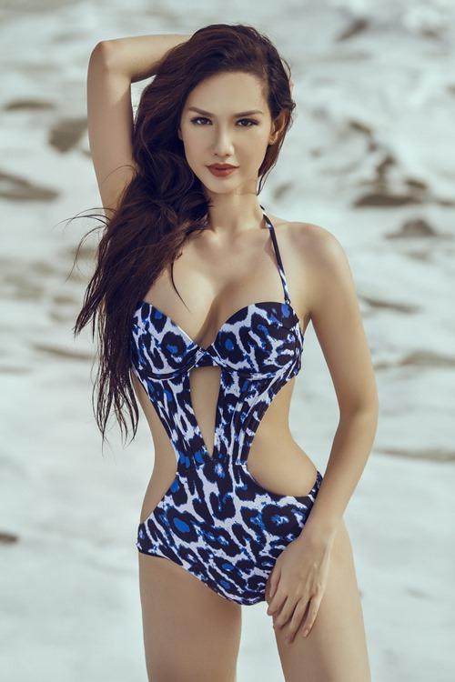 Quỳnh Chi táo bạo khoe đường cong trên biển - 6