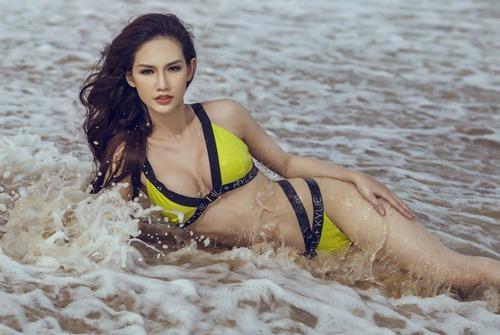 Quỳnh Chi táo bạo khoe đường cong trên biển - 4