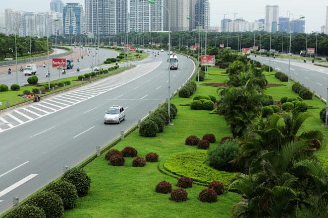 Cắt cỏ đại lộ Thăng Long, công nhân được trả bao nhiêu? - 2