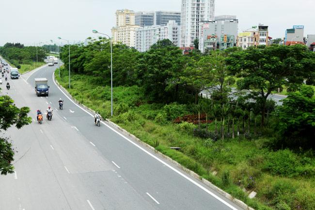 Cắt cỏ đại lộ Thăng Long, công nhân được trả bao nhiêu? - 10