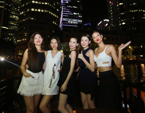 Hà Hồ du ngoạn Singapore cùng các học trò chân dài - 2