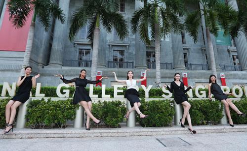 Hà Hồ du ngoạn Singapore cùng các học trò chân dài - 4