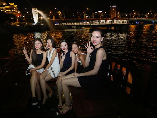 Hà Hồ du ngoạn Singapore cùng các học trò chân dài - 8