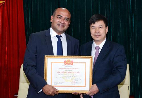 Ngân hàng Nhà nước khen tặng Công ty Tài chính Prudential - 1