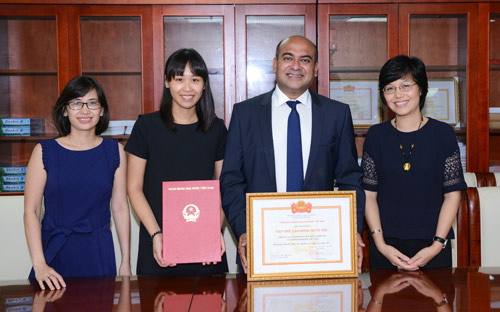 Ngân hàng Nhà nước khen tặng Công ty Tài chính Prudential - 2