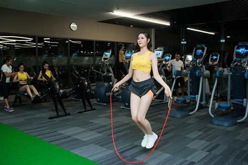 Hoa hậu VN: Người đẹp khoe dáng nóng bỏng ở phòng tập - 5