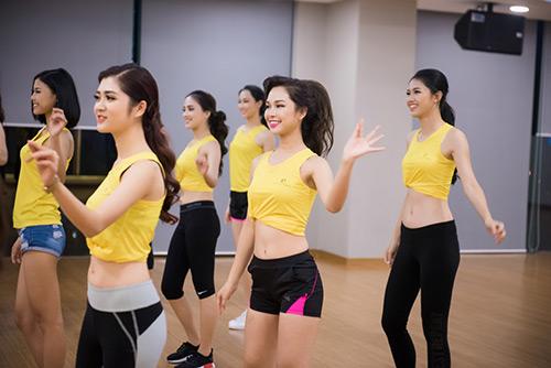 Hoa hậu VN: Người đẹp khoe dáng nóng bỏng ở phòng tập - 12