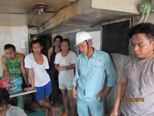 Thuyền viên và 2 tàu nước ngoài bị bỏ rơi tại Việt Nam - 1