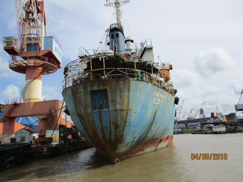Thuyền viên và 2 tàu nước ngoài bị bỏ rơi tại Việt Nam - 3