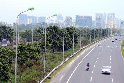 Chi 53 tỷ cắt cỏ tỉa cây, đại lộ Thăng Long vẫn như rừng - 13