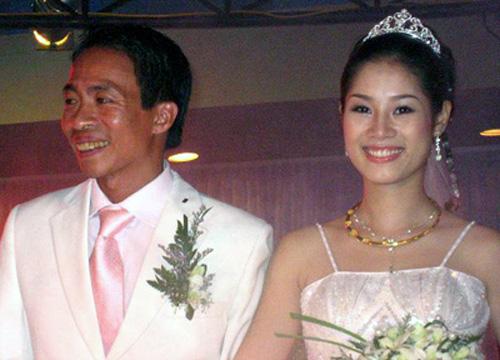 """Cuộc tình """"khó tin"""" của Việt Hoàn và cô vợ kém 18 tuổi - 1"""