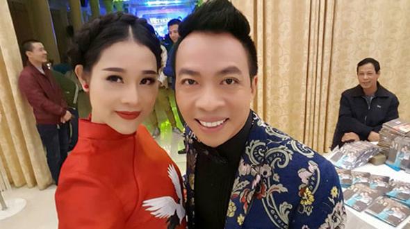 """Cuộc tình """"khó tin"""" của Việt Hoàn và cô vợ kém 18 tuổi - 4"""