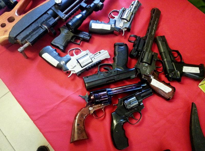 """Cận cảnh kho súng khủng của """"đại ca"""" nhóm giết người - 4"""