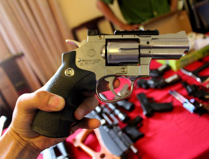 """Cận cảnh kho súng khủng của """"đại ca"""" nhóm giết người - 7"""