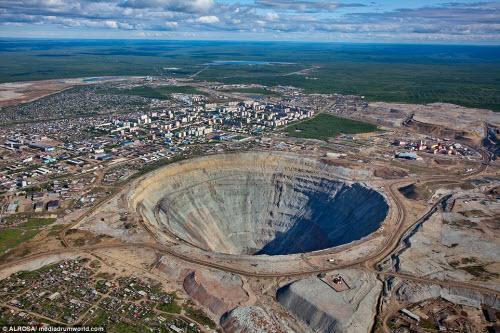 """Khám phá hố khổng lồ """"đẻ"""" kim cương nhiều nhất thế giới - 1"""